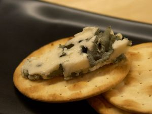 Roquefort_cheese_-_PDphoto