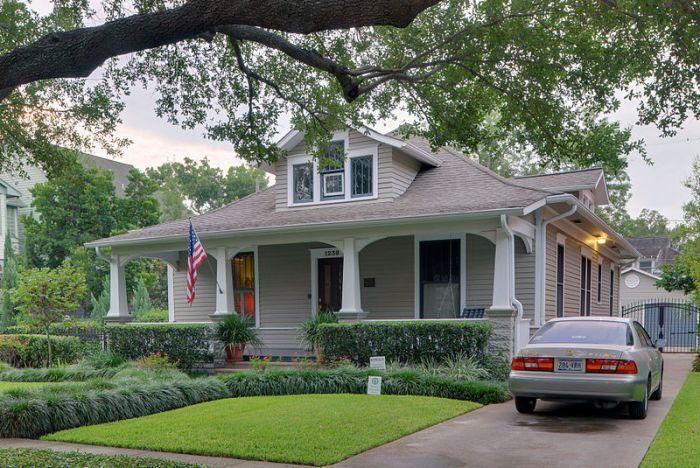 800px-George_L._Burlingame_House,_1238_Harvard_St,_Houston_(HDR)