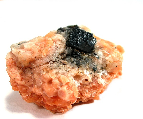 https://commons.wikimedia.org/wiki/File:Uraninite-179869.jpg